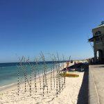 今年もパース、コテスロービーチにて開催、海辺のアウトドアギャラリー